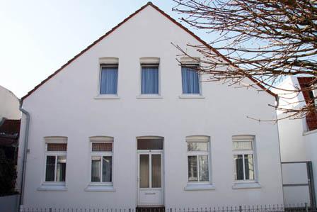 Ferienhaus Lezardiere Norderney, Seilerstrasse. Unser Ferienhaus «La Lezardiere» ist zentral in einer ruhigen Seitestraße gelegen. Von dort aus erreichen Sie schnell und bequem Strand, Kuranlagen, Fußgängerzone, Geschäfte, gastronomische Einrichtungen, Fahrradverleihe etc